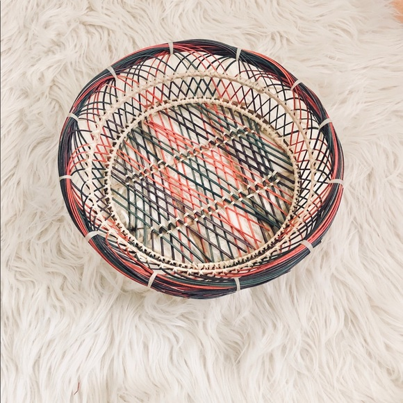 Vintage Other - CIRCLE WICKER STRAW MULTICOLOR BASKET